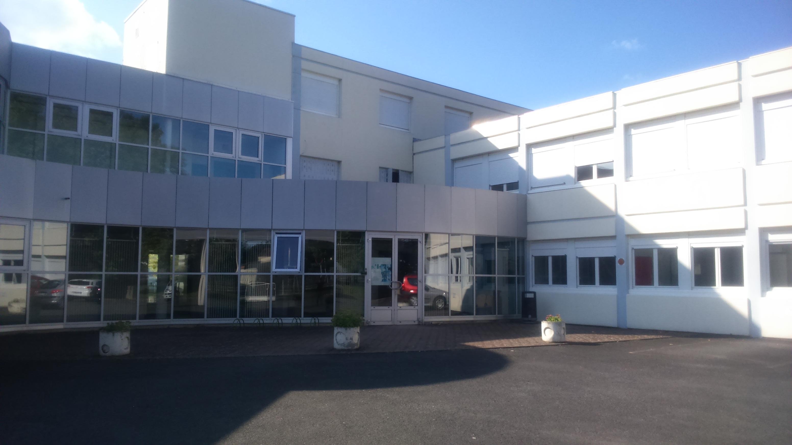 Lycée branly bâtiment lavoisier châtellerault